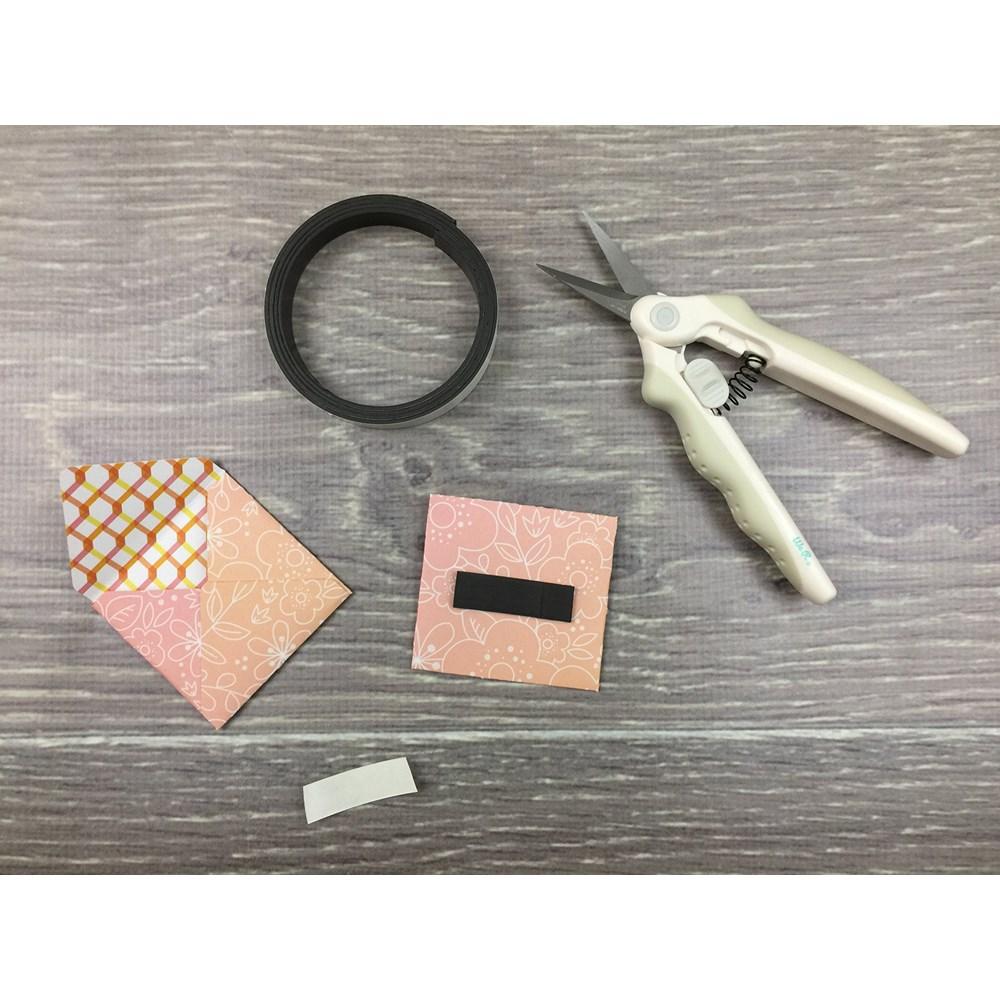 Tesoura Micro Ponta com Mola Para Detalhes We R Memory Keepers
